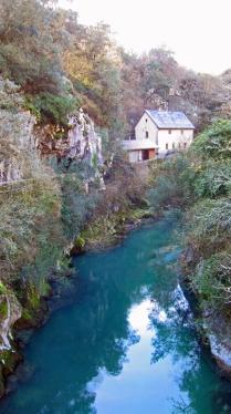 Hier vindt je de grotten waar de Cabrales gemaakt wordt.