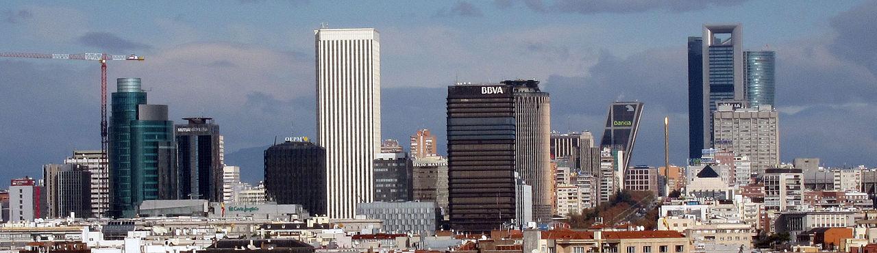 Pananorama zicht over de hoofdstad en de belangrijkste economische centrum van het land. Azca Skyline.