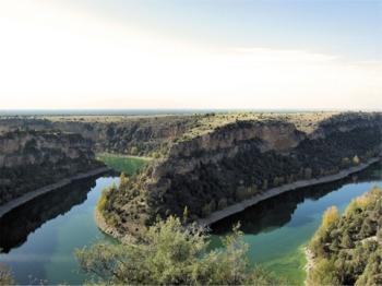 De rivier de Duratón, een zijrivier van de Duero