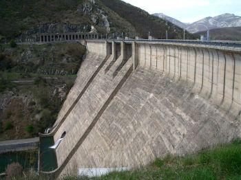 De stuwdam van Porma.