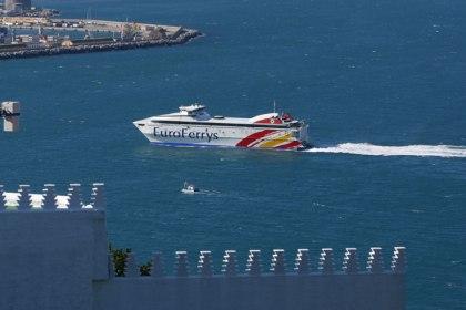 Een veerboot op het trajecty tussen Algericas - Cueta.