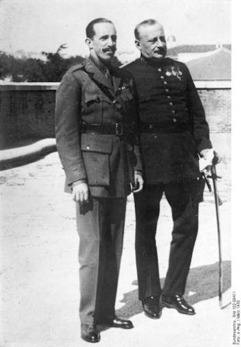Alfonso XIII en Miguel Primo de Rivera en 1930.