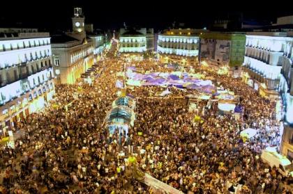 Luchtfoto van Puerta del Sol Waar honderdduizenden boze mensen protesteerde, mei 2011.
