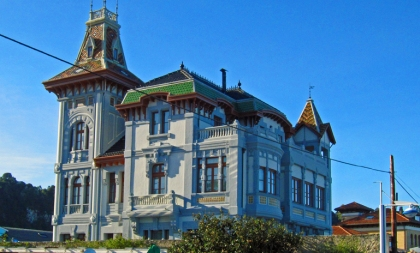 Ribadesella... Indiana bouwstijl. Typisch Asturias!
