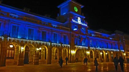 Het stadhuis van Oveido tijdens de kerst.