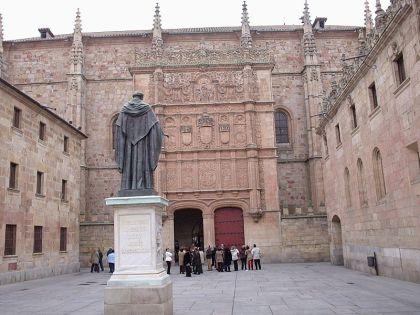 Oude gebouw van de Universiteit van salamanca, waar het moderne volkenrecht , van Francisco de Victoria, zijn oorsprong vondt