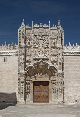 Kloosterkerk van San Pablo en College van San Gregorio, waar men de raad van Valladolid ontwikkelde, en waar het eerste proefschrift over de rechten van de mens werden opgesteld, (Wetten van Burgos) en het Palacio de Pimentel, de geboorteplaats van koning Felipe II.