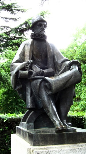 Standbeeld Filips II te vinden aan de zuidgevel van El Escorial