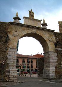 Puerta Castillo.