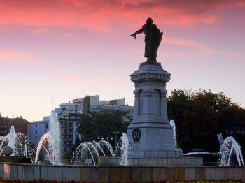 Spaanse verhalen, León, monument van Guzmán en Bueno.