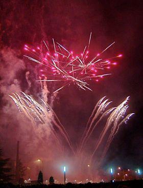 Vuurwerk tijdens de feesten van San Juan en San Pedro de stads heiligen van León.