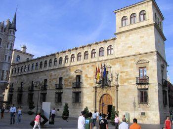 Het paleis van de Guzmanes werd gebouwd dankzij de welvaart van deze stad in de Late Middeleeuwen.
