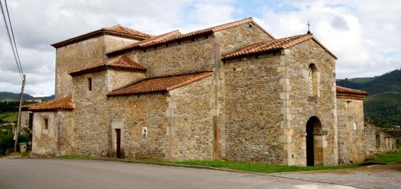 De kerk van San Juan de Santianes te Pravia