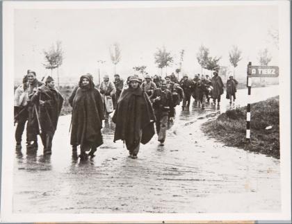 Republikeinse troepen op weg naar het front in Aragón