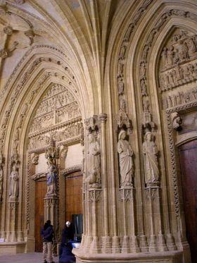 De portiek van de kathedraal van Santa María de Vitoria