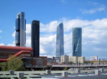 De Cuatro Torres, links Torre de Bankia, dan Torre PwC, Torre de Cristal en rechts Torre Espacio.