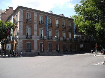 Het Museo Thyssen-Bornemisza, gehuisvest in het Paleis van Villahermosa, de Paseo del Prado.