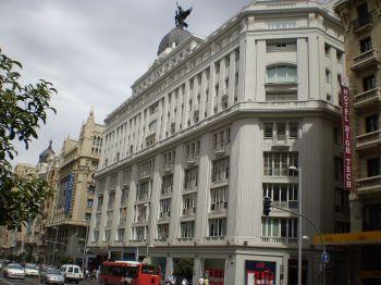 Het PRISA gebouw, in de GranVia van Madrid, alwaar zich de studios van Cadena SER bevinden.