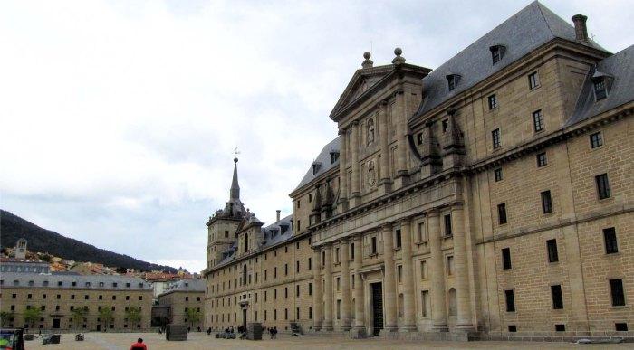 De Facade van het Monasterio de El Escorial, een van de Werelderfgoederen in de Comunidad de Madrid