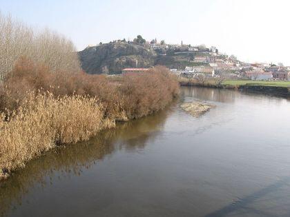 Samen met de Taag, is de Jarama de meest belangrijke rivier van de regio. op de foto zijn we de Jamara, Titulcia passeren.