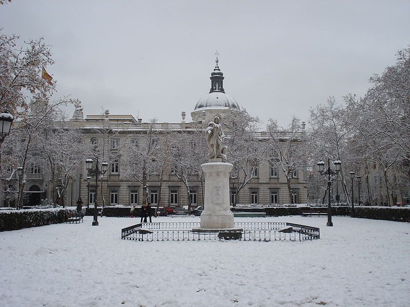 Plaza de la Villa de Paris in Madrid tijdens de winter