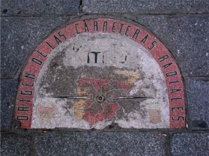 Van hieruit worden alle afstanden gemeten. Deze tegel vindt u in Madrid op het Puerta del Sol.