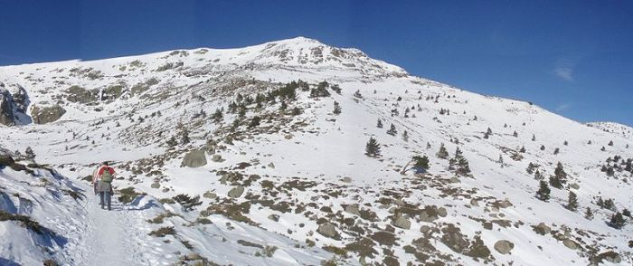 De Peñalara in de winter. Sneeuw in winter in de berggebieden van de regio is heel normaal.