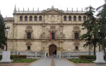 De universiteit van Alcalá de Henares of Cisneraria, opende zijn poorten in 1508, op verzoek van Kardinaal Cisneros