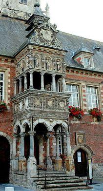Loggia van het voormalig paleis van Maria van Hongarije te Hesdin