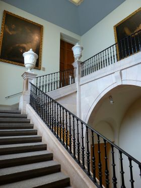 De centrale trap van het museum die pas na 1925 werd geopend.