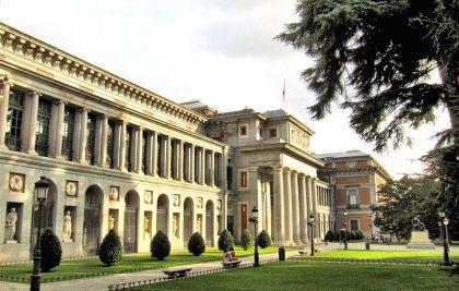 Het imposante hoofdgebouw 'Villanueva'.