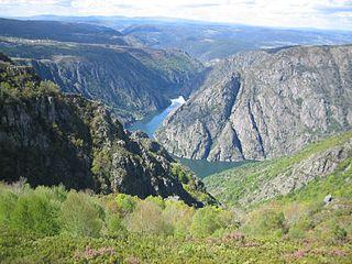 De rivier de Sil die de provincies Lugo en Orense scheidt.