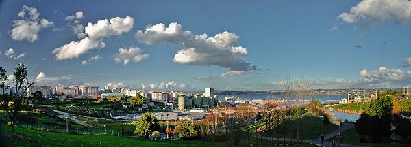 Uitzicht op de Ría van La Coruña en een deel van het havengbied.