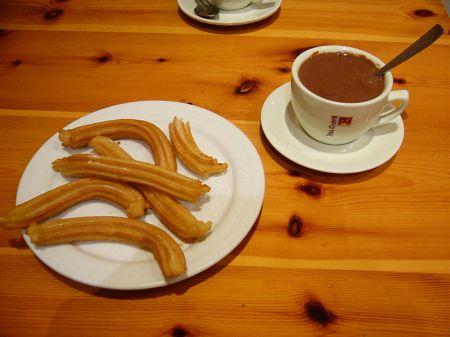 Chocolate con Churros als ontbijt of als merienda (tussendoortje) is heel gebruikelijk in Spanje.