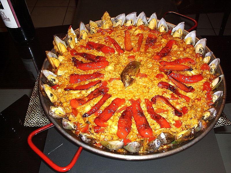 Paella zoals ze hem maken in Valencia. met marisco's y pollo (schaaldieren en kip).
