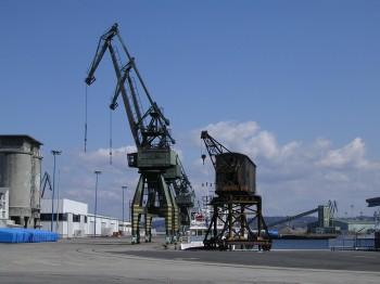 Het dok van Calvo Sotelo in de haven van La Coruña, gebruikt voor het opslaan van hout, zin k, maïs en andere vaste of vloeibare bulk.