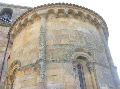 Apsis van de kerk van Santa María in Castrelo de Miño waar koning Sancho en koningin Goto begraven werden.