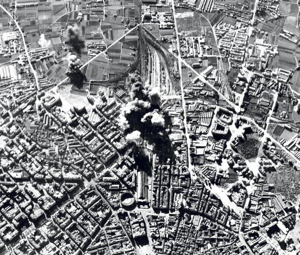 Bombardementen op het station Noord en de wijk Ruzafa in Valencia.