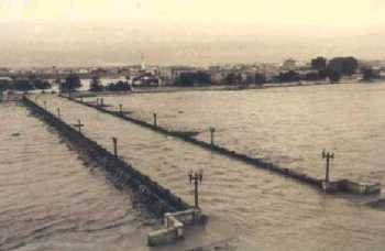 Overstroming van de stad door de rivier Turia (1957).