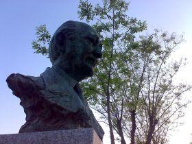 Buste van Antonio Buero Vallejo in Guadalajara.