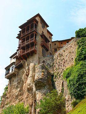 Casas colgadas (hangende huizen) van Cuenca, waarin zich het museum van de Spaanse abstracte kunst bevindt.