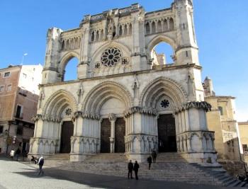 De kathedraal van Cuenca, met een mix van stijlen gotisch, barok en neogotisch.
