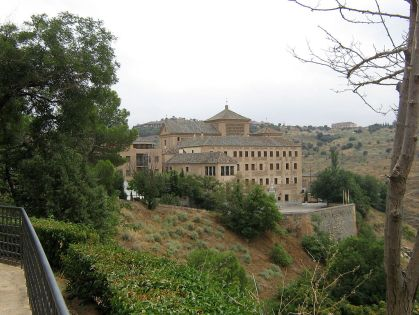 De zetel van het parlement is gevestigd in het voormalige klooster van San Gil, in Toledo.