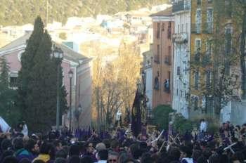 Processie van Las Turbas van de Semana Santa in Cuenca.