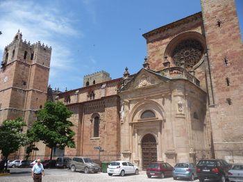 De Romaans-gotische stijl van de kathedraal van Sigüenza, Guadalajara.