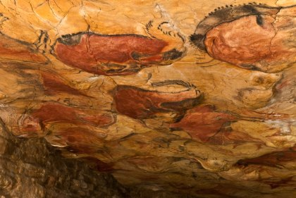 Polychromatisch plafond van de Grote Hal van de grot van Altamira.