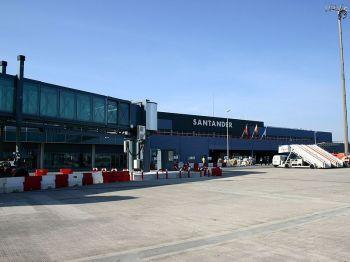 Luchthaven van Parayas, op ongeveer 5 kilometer afstand van Santander, in de municipio van Camargo.