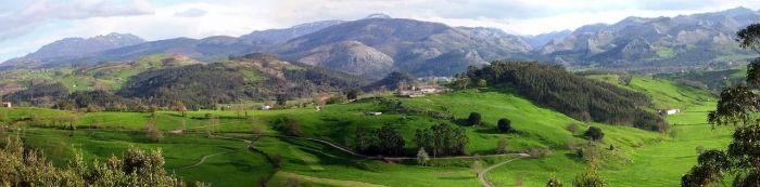 Meer in het zuiden van Cantabria vinden we de zachte glooiingen van La Marina dat snel in een ruw terrein veranderd met de hoge bergen van La Cordillera Cantábrica.