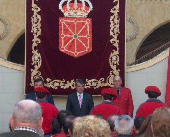 Het wapen van Navarra op een wandtapijt, gepresenteerd aan de provinciale politie (Policia Foral).