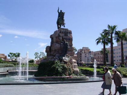Beeld van Jaime I op het Plaza de España.